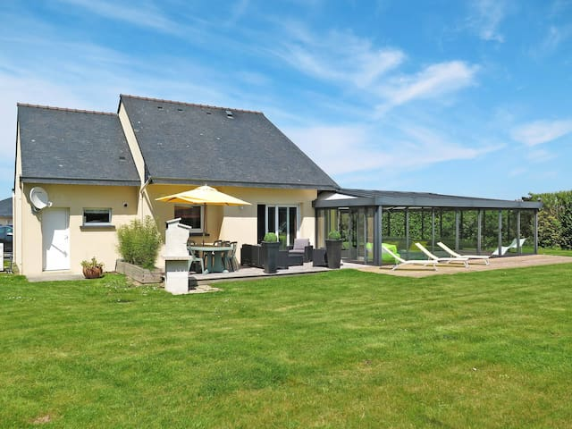 Holiday home in Kersaint-Plabennec