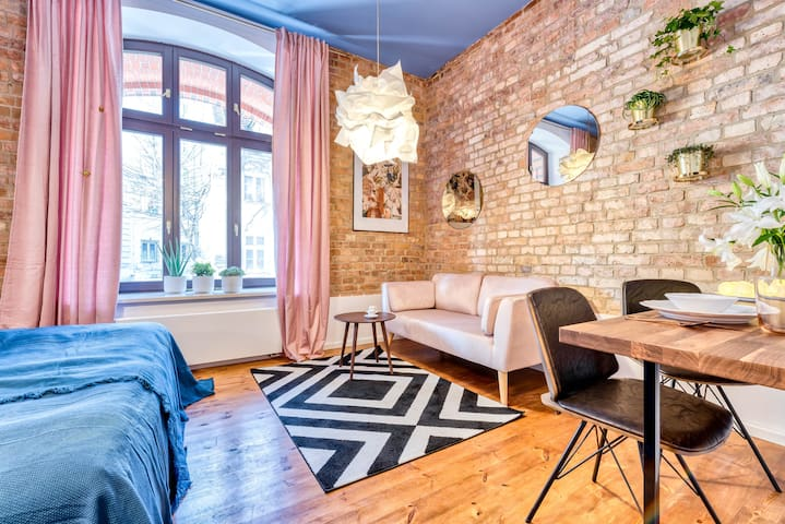 2 boutique apartments at the Old Market