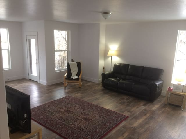 New home with memory foam mattress - South Salt Lake - Reihenhaus