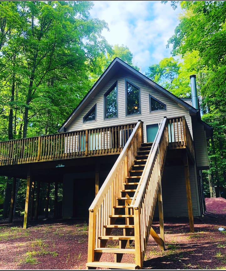 ENTIRE HOUSE LAKE VIEW STEPS AWAY FROM LODGE/BEACH
