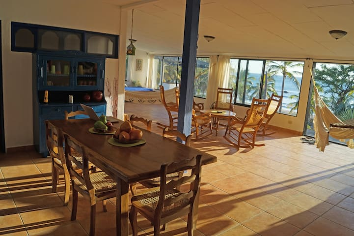 EL TRANSITO BEACHHOUSE private room