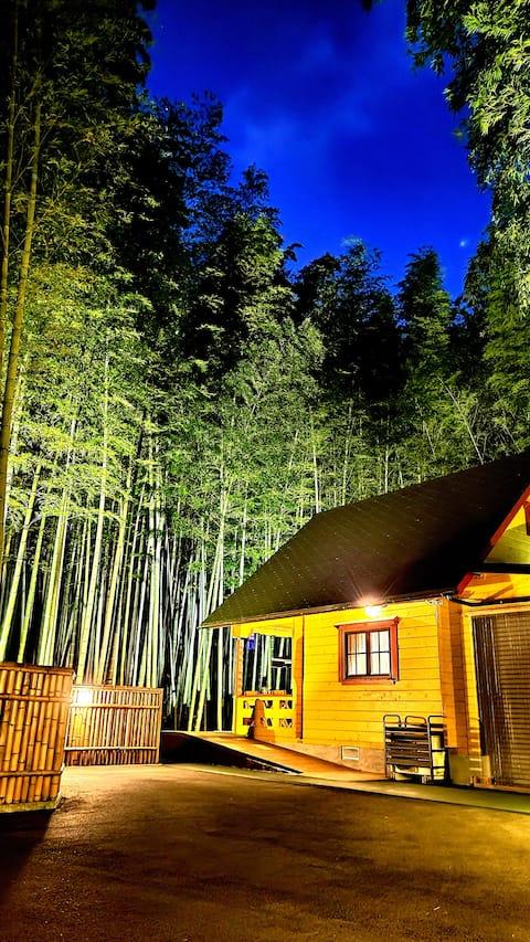 自然の中でペットと泊まれる貸切別荘あかがね荘です、竹林の中で入る露天風呂は格別!手軽で気軽に