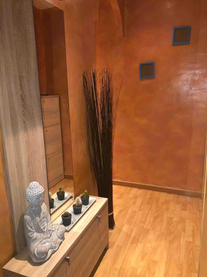Casa acogedora , habitación privada Cama amplia 😄