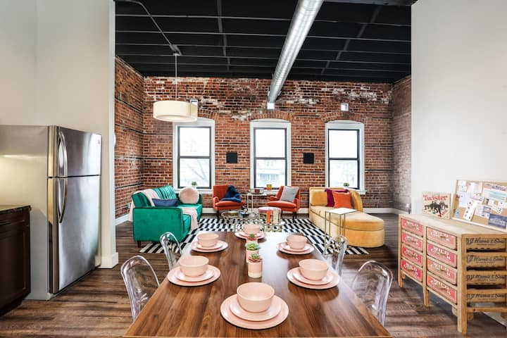 Gorgeus One Of A Kind Loft Minutes From Downtown!