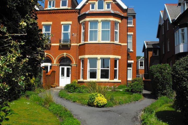 Sea View Smart Apartment - Lytham Saint Annes - Apartment
