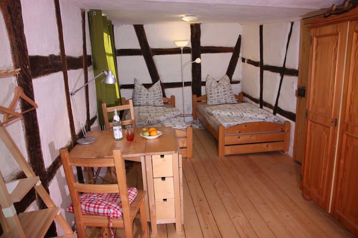Gemütliche Gästezimmer in einem Fachwerkhaus - Sachsenheim - Bed & Breakfast
