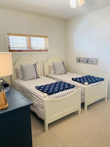 2nd bedroom with 2 twin size beds.