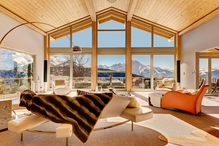 Luxury Ski Chalet with Gym and Jacuzzi