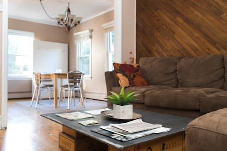Private In-Law Suite close to PU & Train to NYC