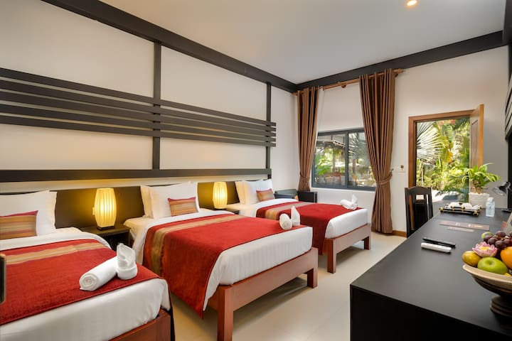 Private room for 3 persons (3 single bed)/Pick up