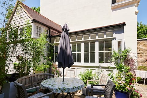 tyylikäs ❤arkkitehti-design-puutarhatalon 🌿oma sisäänkäynti