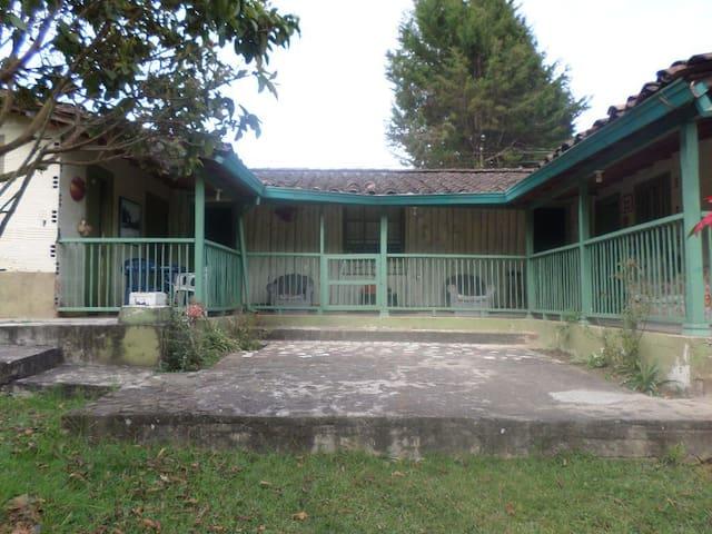 Casa de Campo - Vereda Romeral - Hus