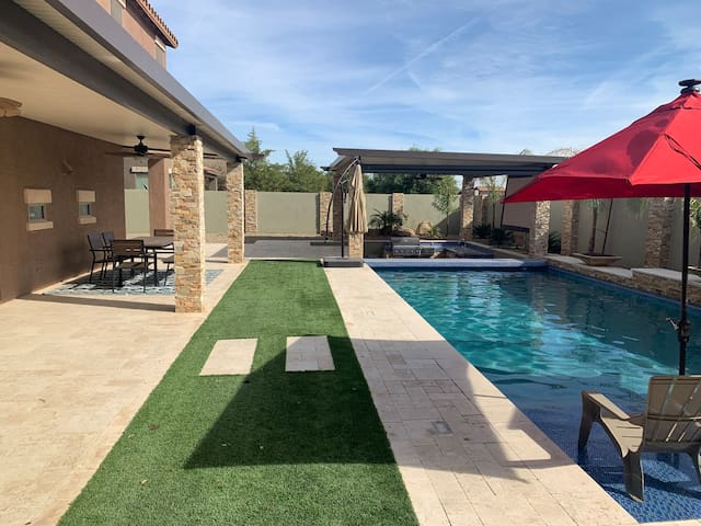 Oasis Resort in Goodyear, AZ (Sleeps 14; 4bed/3.5)