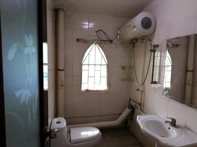 室外独立卫生间,24小时热水