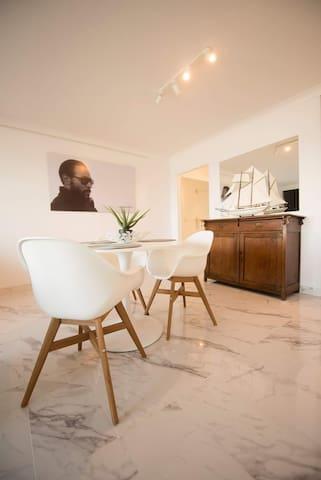 Studio met prachtig zeezicht