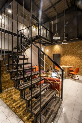 Koh Tao Loft Hostel Air-Con with En Suit Bathroom