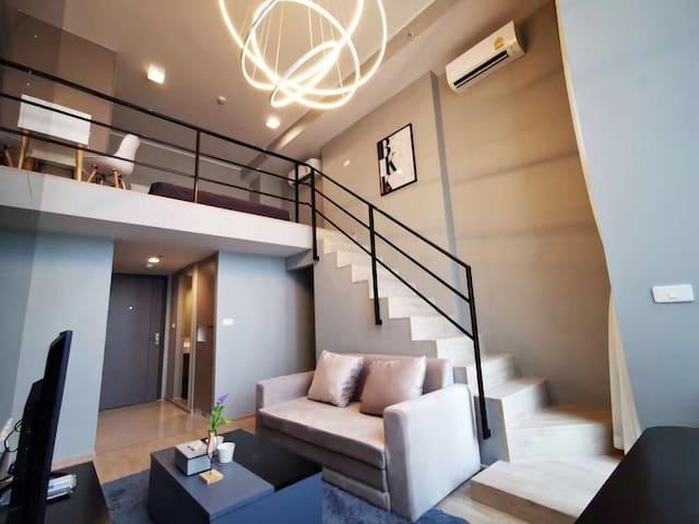 曼谷罕有复式大床房,交通便利、离机场快线只需10分钟,靠近曼谷Ekkama日韩区,旅游商务入住首选