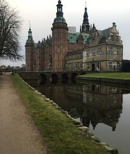 Hyggelig lille lejlighed, tæt på slot og by