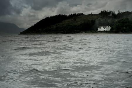 Highland Seaside Lodge Sleeps 14 - Kirkton