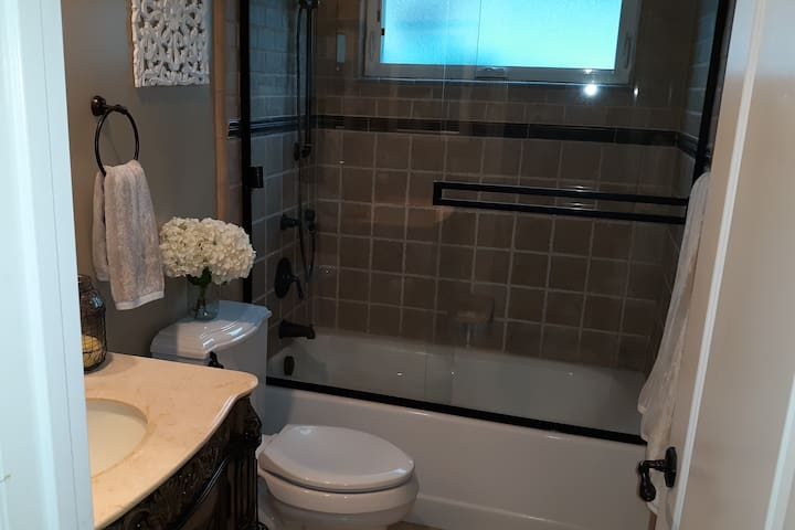Separate Wing in Newer Home : Private entry/bath.