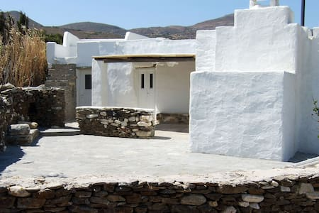 Restored farmhouse quiet getaway - Marpissa - Rumah