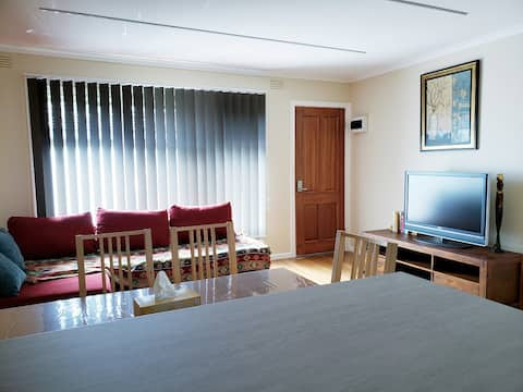 Cozy and Private One Bedroom Apartment *7