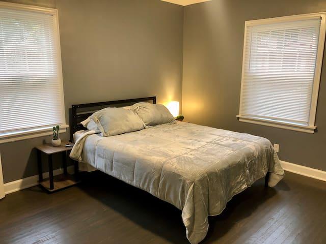 Main Queen bed