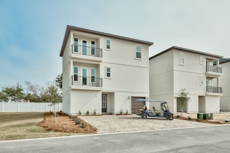 Brand New Miramar Beach Villa w Community Pool