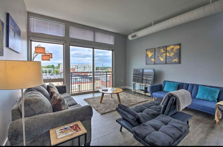 New! Modern Apartment Near Monument Circle