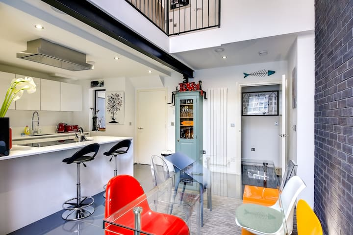 Stylish 2bed house w/mezzanine nr Liverpool St