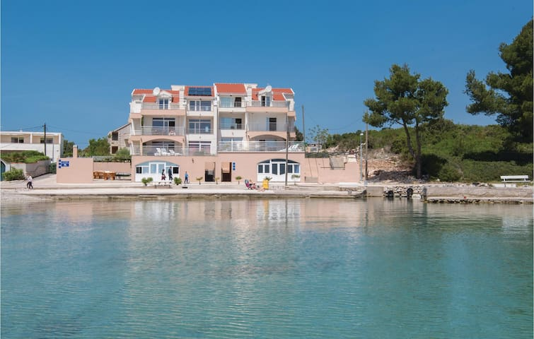 Holiday apartment with 3 bedrooms on 109 m² in Sreser