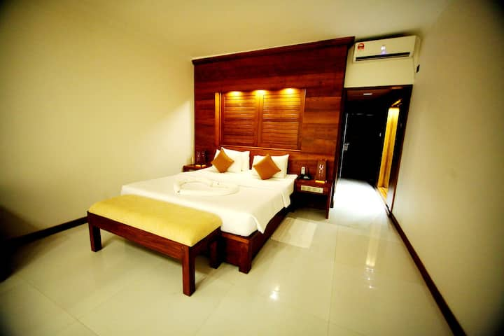 Comfortable Stay at Water Gate Deluxe Gold
