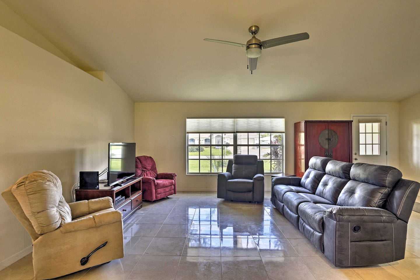 Book your 3-bed, 2-bath home-away-from-home in Sebring, Florida!