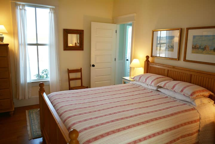 Blue Hill Farm B&B - Queen Room With a View 2