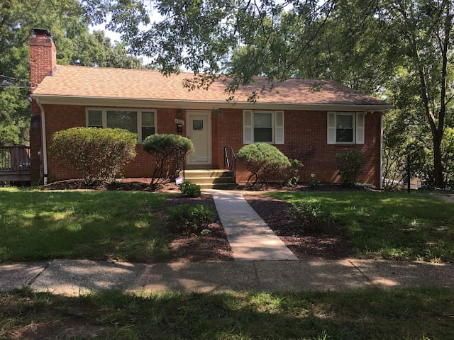 Large Single Family home 20 minutes to DC