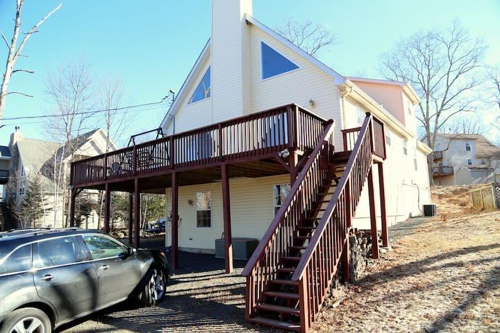 Spacious Vacation House in Poconos