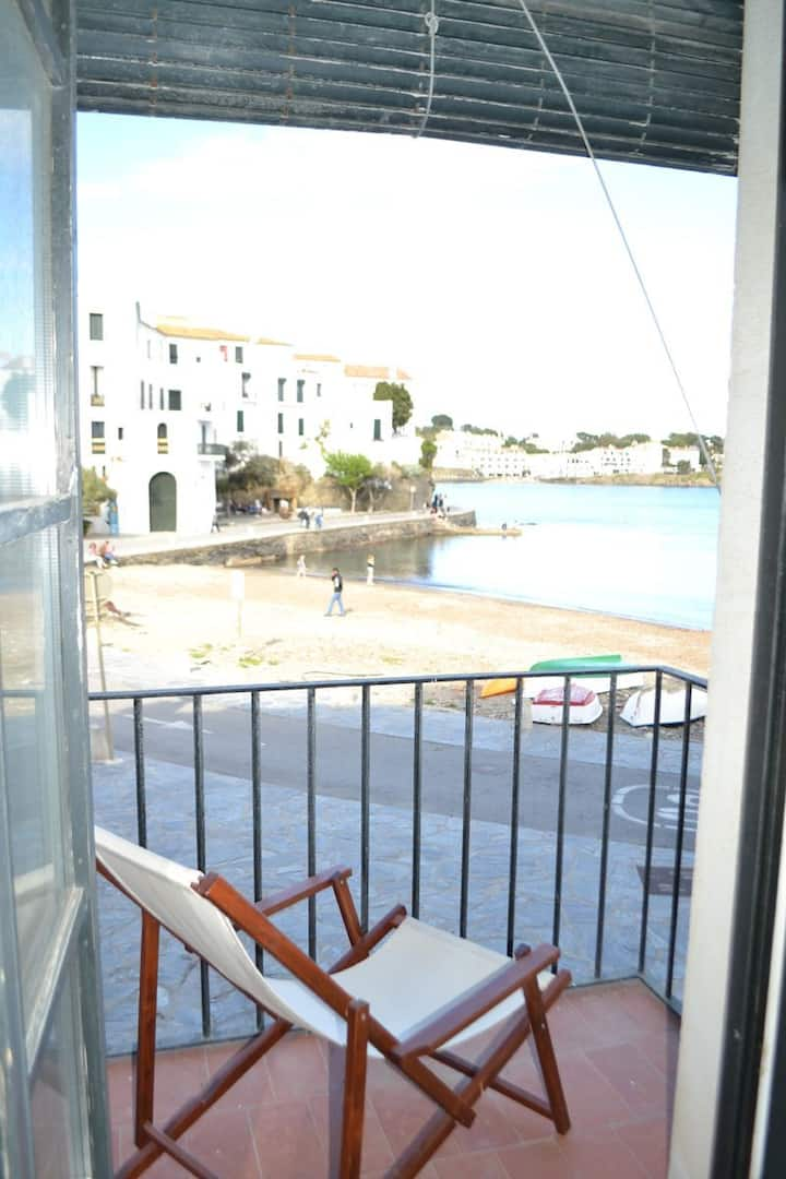 101.12_Apartment placed in front of the beach Port Alguer, center of Cadaqués.