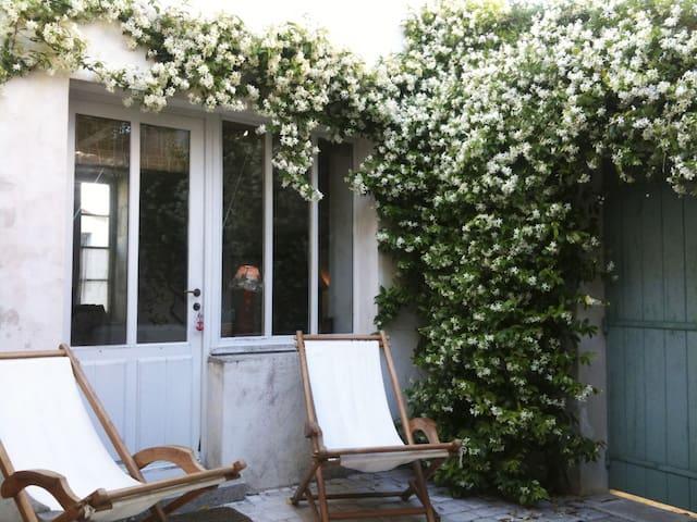 Ars - Maison de charme avec cour fleurie - Ars-en-Ré