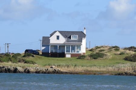 Secluded Beach House, Nr Valley