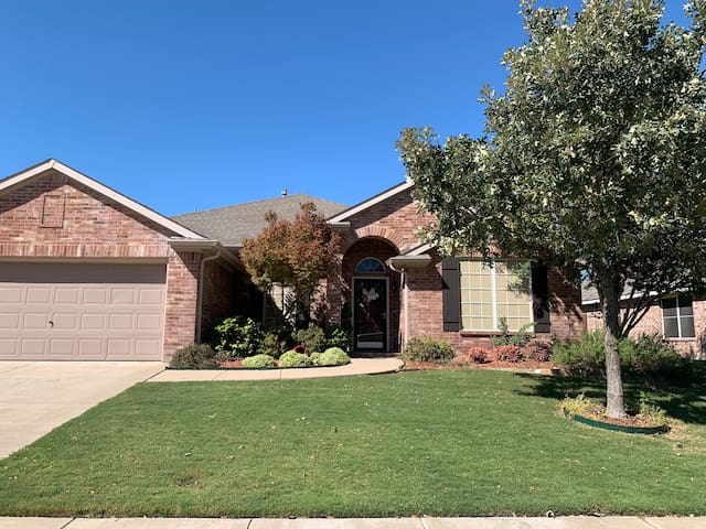 Convenient Keller/Alliance 4bd/2bath Home