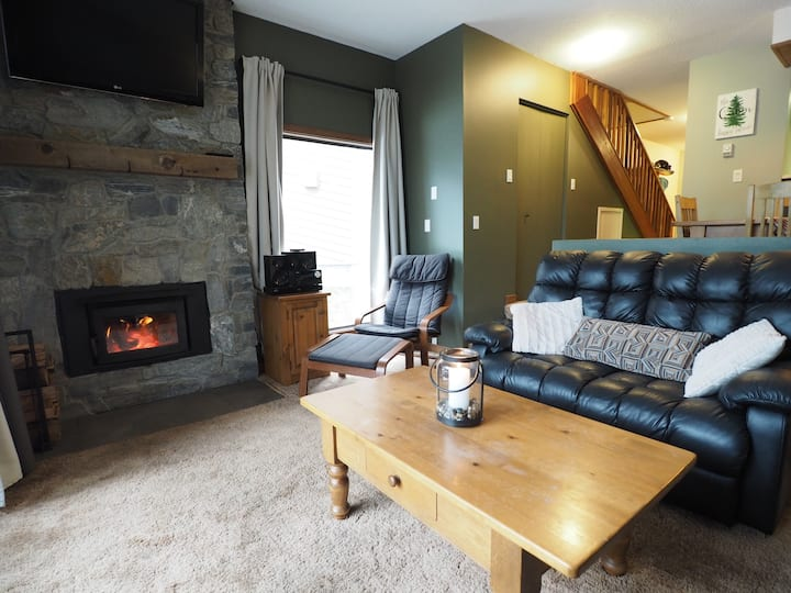 3 brm 2 bath corner unit townhome with mountain and village views