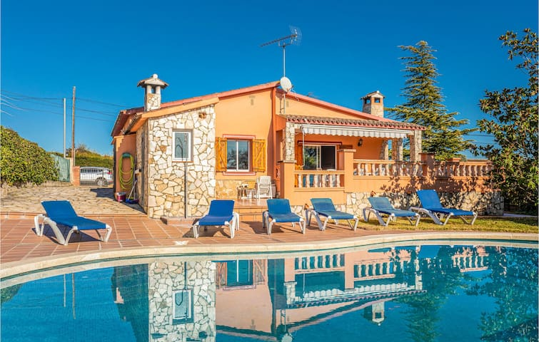 Nice home in Caldes de Malavella with WiFi and 4 Bedrooms