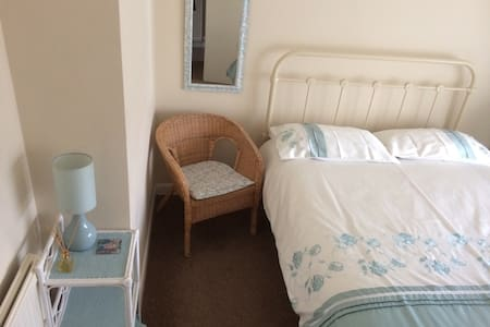 Pleasant room in quiet location - Wigston - Haus