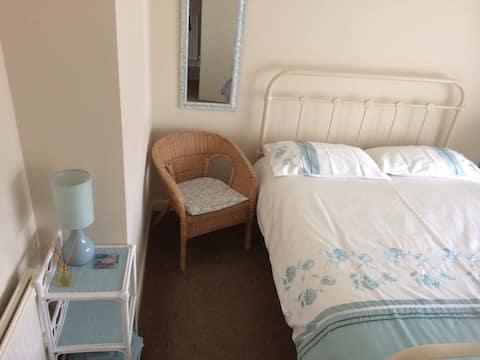 Pleasant room in quiet location