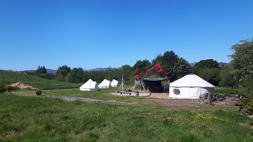 Camping ( Bell Tent 2, 1 double, 1 single bed) - Inchigeelagh - Teltta
