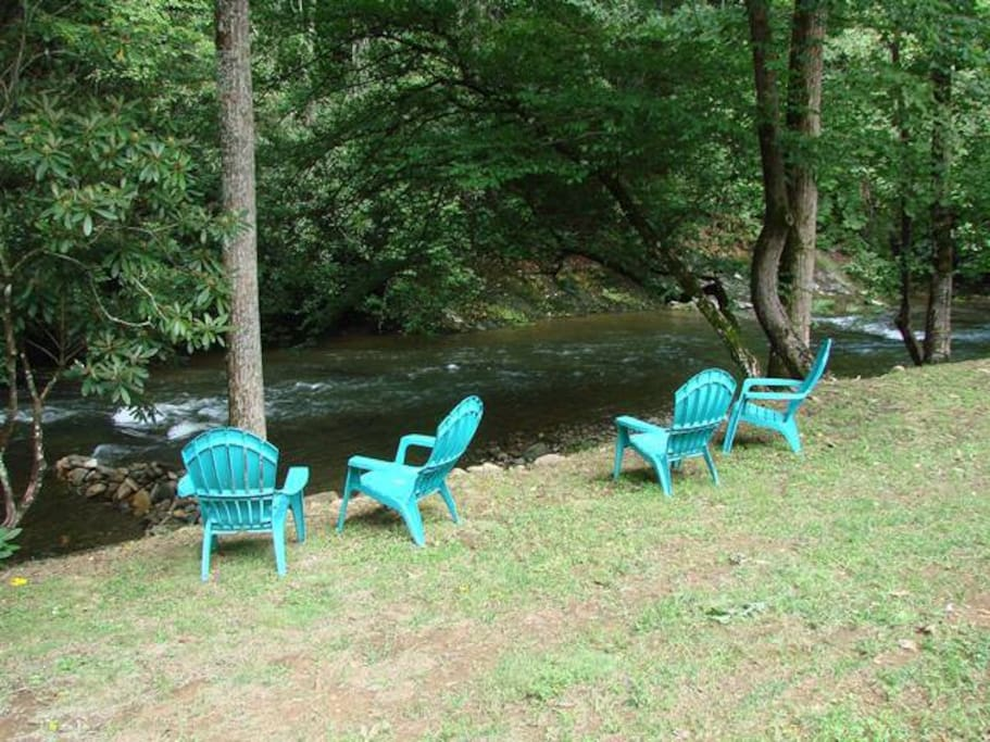 Sitting area on Creek!