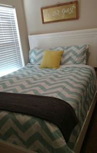 Clean, comfy room near Jax. Quiet and cozy. - orange park