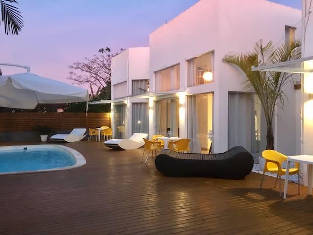 No3 Stylish Beach-house with Pool / Casa de Playa