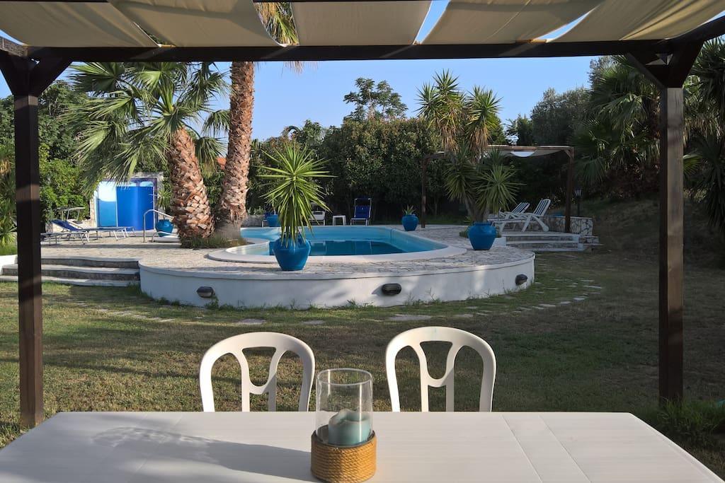 Il gazebo in piscina