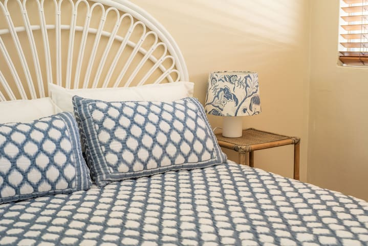 Comfy queen bed with a  king  doona for extra comfort